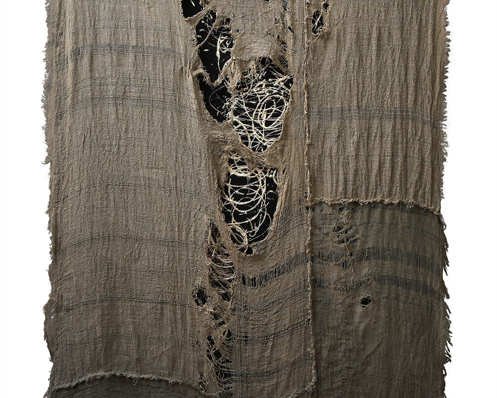 Dance of the atoms into life I, 2018_Linen, natural resin, real white gold leaf(12 karat, allow with silver), felt_105 x 165 cm