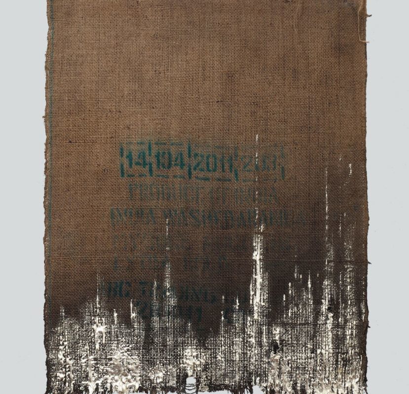 Quinta Essentia No 7 Nigredo II, 2019_Burned and recycled burlap from India, natural resin, real gold leaf (12 karat, alloy with silver)_90 x 73 cm